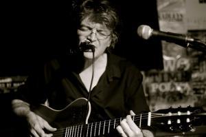 Cormac O Caoimh playing a Godin guitar