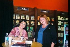 Christine Bode meets Diana Gabaldon for the second time